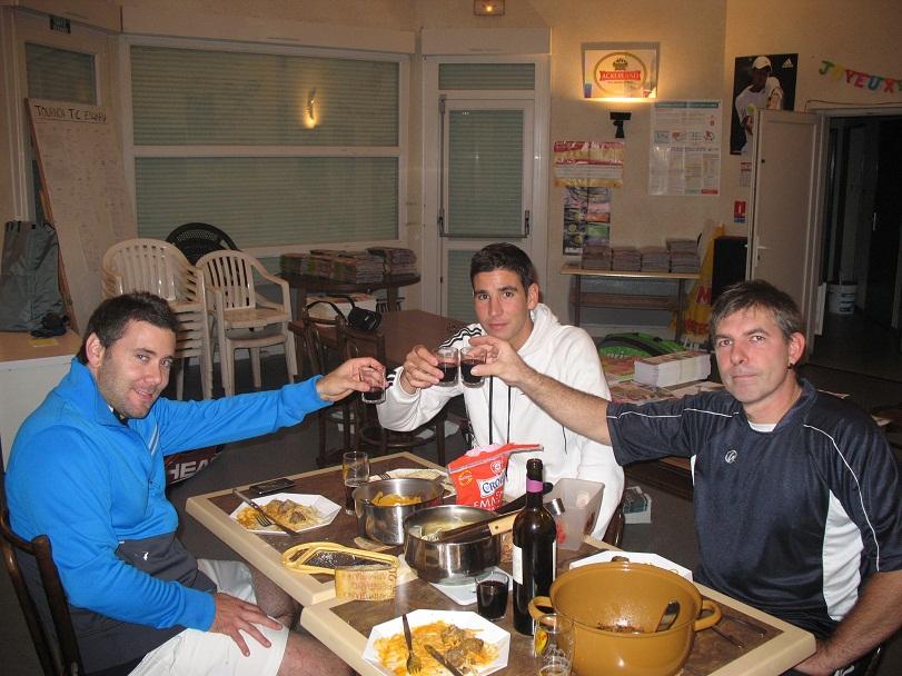 3 membres de l'équipe homme et l'entraîneur1